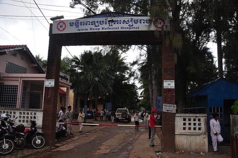Wejście do miłego szpitala w Kambodży. foto C. Frank Starmer